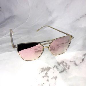 Accessories - NEW Reflective aviator rose gold sunglasses